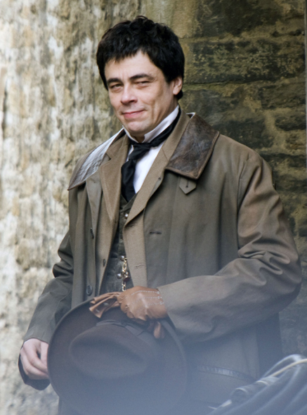 benicio-on-the-set-wolfman